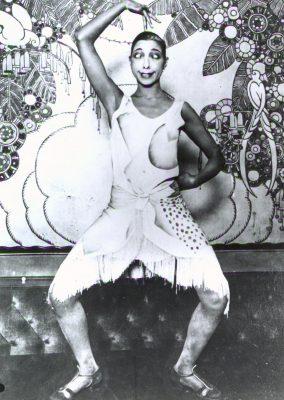 00055 Josephine Baker clown stance GOOD