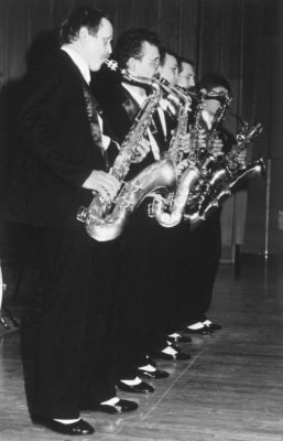 Moscow Sax bw 1k 5 in a row